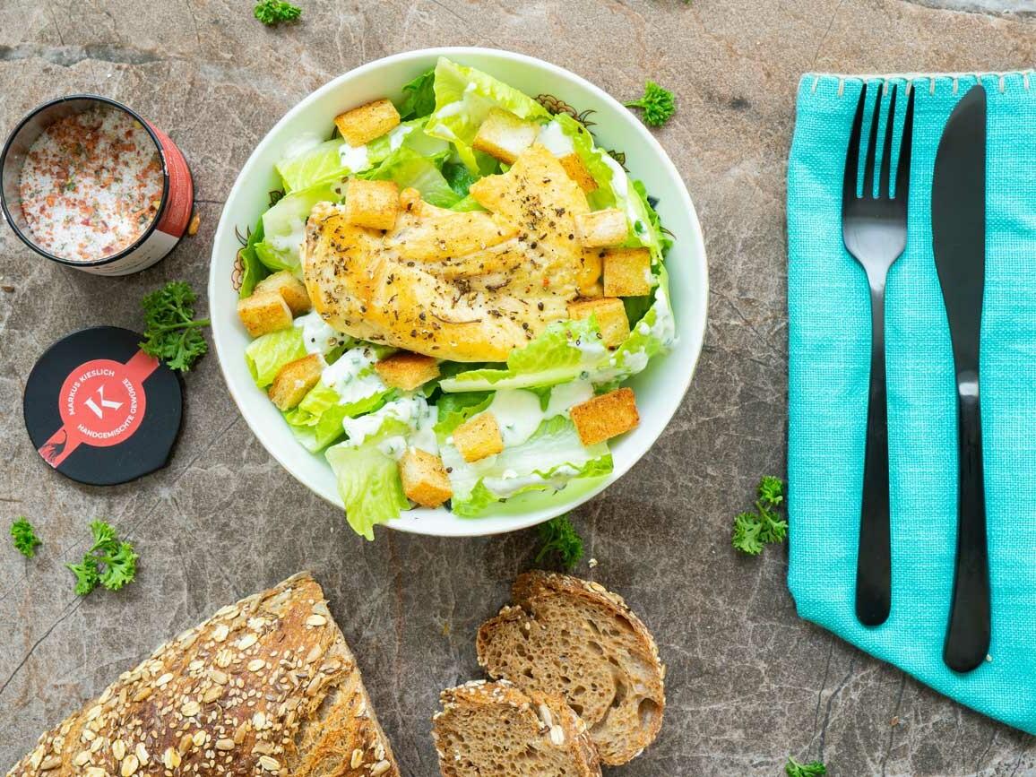 Ceasar Salad Rezept mit Chili Jalapeno Salz und Andaliman Pfeffer
